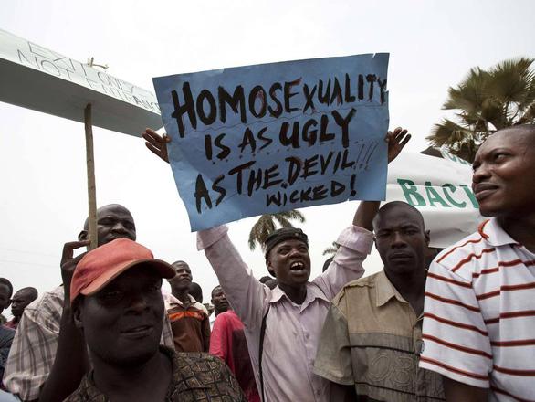Ở châu Phi, bị đồng tính như cầm án tử trong tay - Ảnh 1.