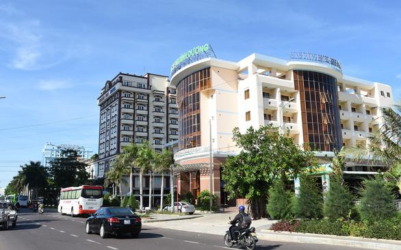 Đẩy nhanh việc dời 3 khách sạn trên bãi biển Quy Nhơn - Ảnh 2.
