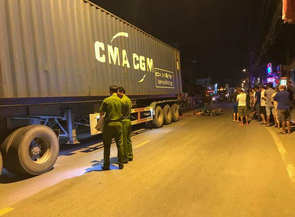 Xe máy va chạm xe container trên đường Nguyễn Duy Trinh, 1 người chết tại chỗ - Ảnh 1.
