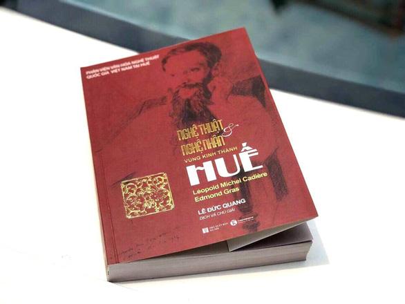 Đấu giá 2 bản sách siêu đặc biệt về nghệ thuật Huế, thu được 54 triệu đồng - Ảnh 1.