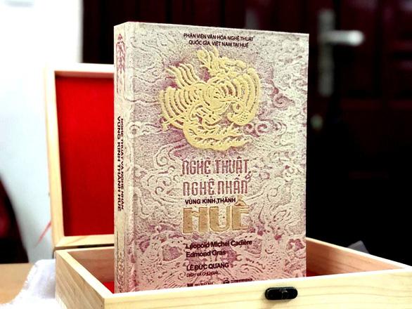 Đấu giá 2 bản sách siêu đặc biệt về nghệ thuật Huế, thu được 54 triệu đồng - Ảnh 8.