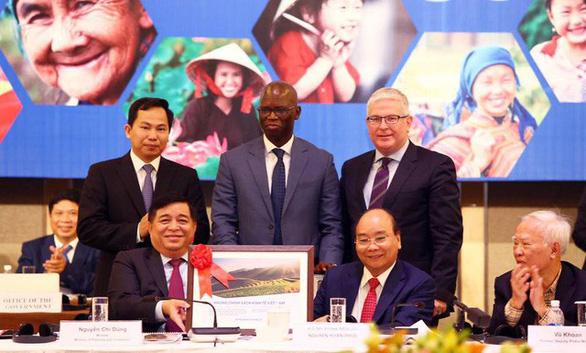 Việt Nam tăng 10 bậc xếp hạng năng lực cạnh tranh toàn cầu - Ảnh 1.