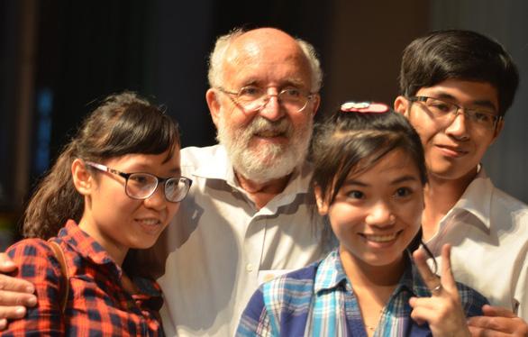 GS đoạt Nobel vật lý 2019 và những ngày truyền lửa khoa học ở Việt Nam - Ảnh 4.