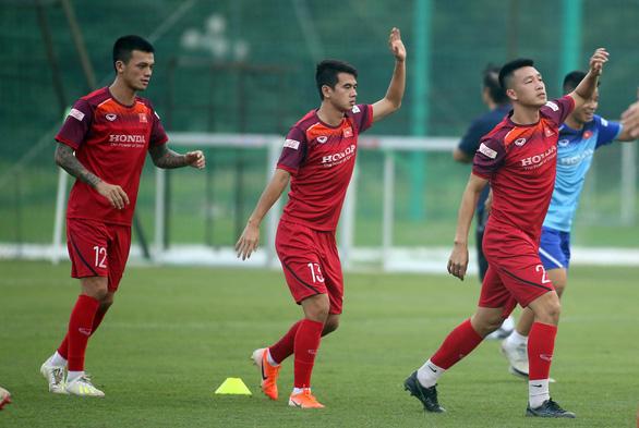 Xuân Mạnh, Văn Kiên bị loại khỏi trận gặp Malaysia - Ảnh 1.