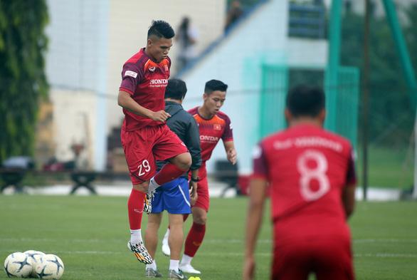 Xuân Mạnh, Văn Kiên bị loại khỏi trận gặp Malaysia - Ảnh 2.
