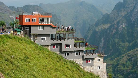 Hà Giang đề nghị dỡ 6 tầng Mã Pì Lèng Panorama, kiến trúc sư phản đối, vì sao? - Ảnh 1.