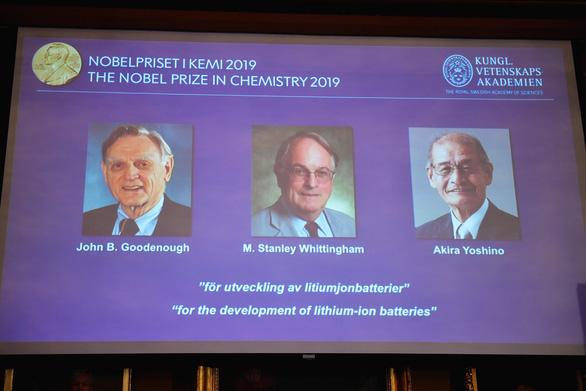 Nobel hóa học 2019 tôn vinh các công trình phát triển pin lithium-ion - Ảnh 1.