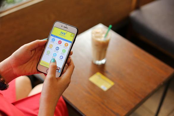 5 siêu tiện ích từ Mobile Banking bạn đã khám phá? - Ảnh 1.