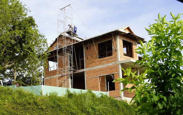 Phạt Công ty cáp treo Vũng Tàu vì xây dựng trái phép trên núi - Ảnh 1.