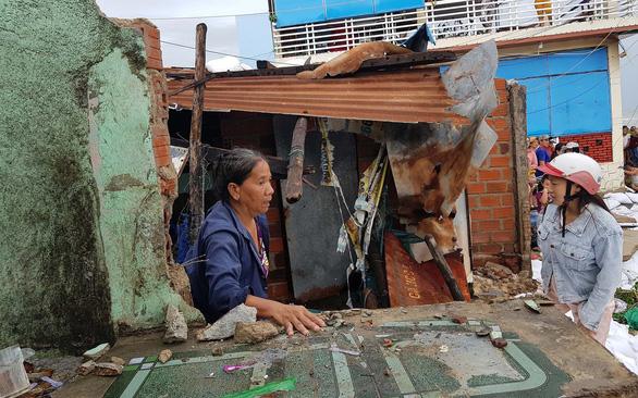 Thiệt hại do bão số 5: Nhiều nhà dân bị sóng dữ cuốn - Ảnh 1.