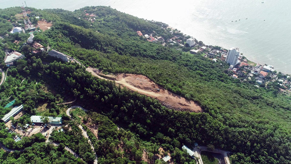 Phạt Công ty cáp treo Vũng Tàu vì xây dựng trái phép trên núi - Ảnh 2.