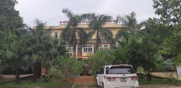 Cảnh cáo giám đốc bệnh viện bị tố nhận tiền chạy việc - Ảnh 1.