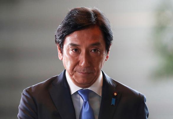 Trái xoài, con cua đem biếu khiến hai bộ trưởng Nhật mất ghế - Ảnh 2.