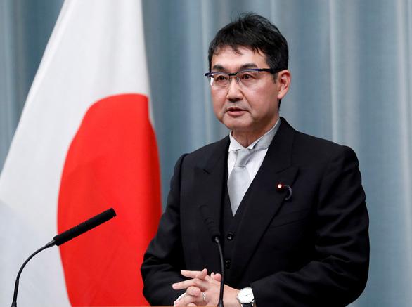 Trái xoài, con cua đem biếu khiến hai bộ trưởng Nhật mất ghế - Ảnh 1.