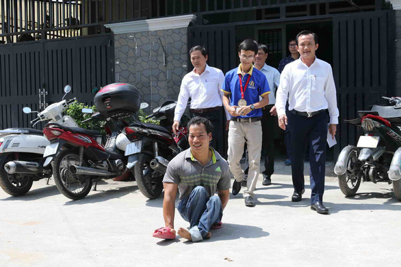 Lực sĩ Lê Văn Công tặng 125 triệu cho nữ sinh bị ung thư từ tiền đấu giá huy chương - Ảnh 3.