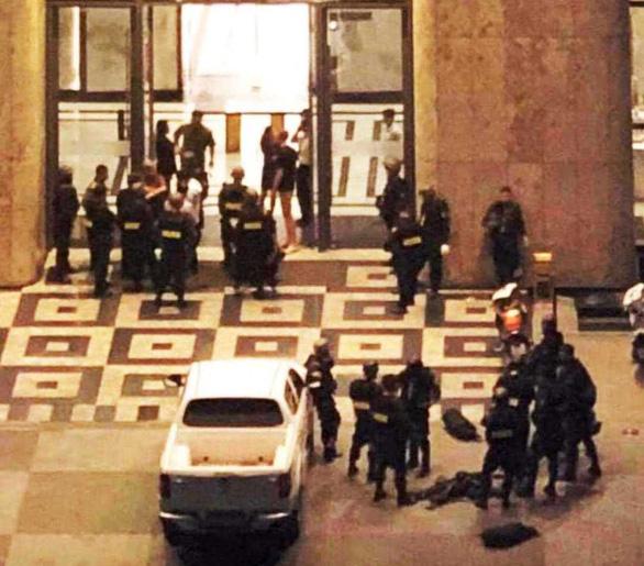 Vụ giải cứu con tin ở Landmark 81: Phát hiện ma túy, shisha tại hiện trường - Ảnh 2.