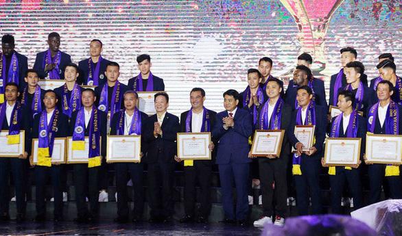 CLB Bóng đá Hà Nội nhận Huân chương Lao động hạng ba - Ảnh 2.