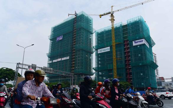 Bất động sản TP.HCM: người dân khó có nhà hơn - Ảnh 1.