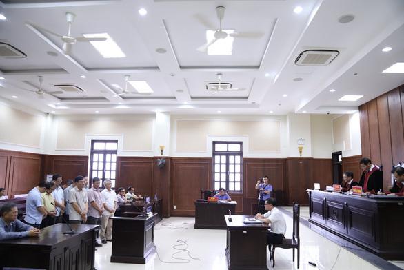 Giảm án cho các bị cáo vụ lợi dụng chức vụ khi xây dựng đường Hồ Chí Minh - Ảnh 2.