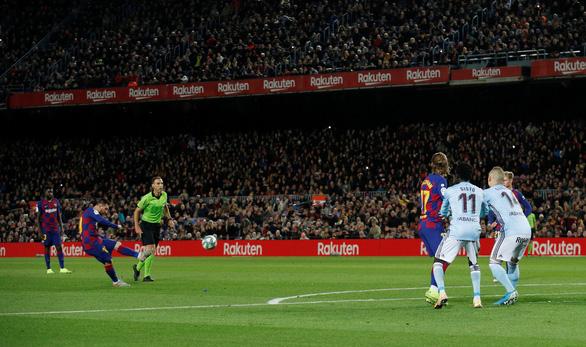 Đêm của Messi: 2 siêu phẩm đá phạt và 1 quả phạt đền - Ảnh 2.