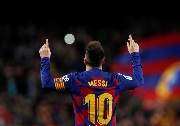 Đêm của Messi: 2 siêu phẩm đá phạt và 1 quả phạt đền - Ảnh 1.