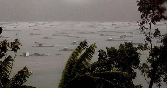 Khánh Hòa: 2 người mắc kẹt trên bè giữa bão đã thoát nạn - Ảnh 2.