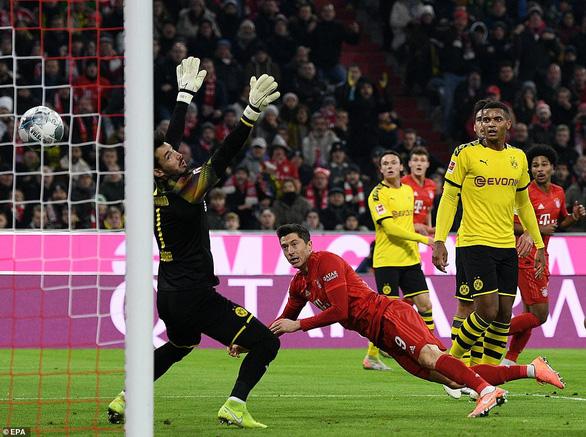 Lewandowski lập cú đúp, Bayern đại thắng Dortmund trong trận derby nước Đức - Ảnh 1.