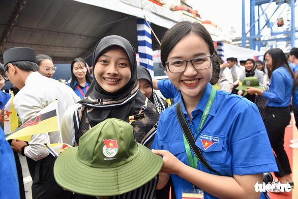 Đại biểu SSEAYP xin chào Việt Nam - Ảnh 8.