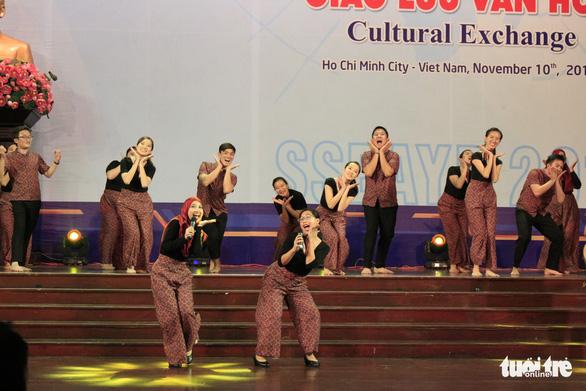 Đại biểu SSEAYP hò reo cùng những ca khúc Việt - Ảnh 2.