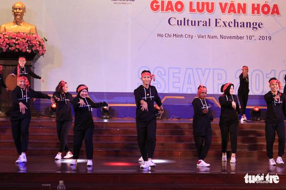 Đại biểu SSEAYP hò reo cùng những ca khúc Việt - Ảnh 4.