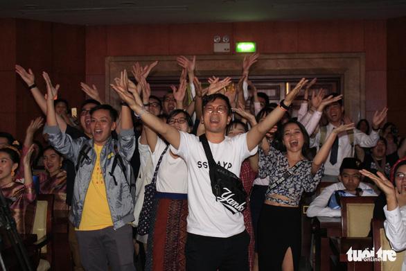 Đại biểu SSEAYP hò reo cùng những ca khúc Việt - Ảnh 7.