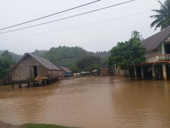 Lũ chia cắt nhiều vùng ở Đắk Lắk, Phú Yên - Ảnh 2.