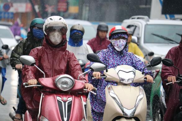 Bắc Bộ có nơi dưới 16 độ C, Nam Bộ mưa dông vào chiều tối - Ảnh 1.