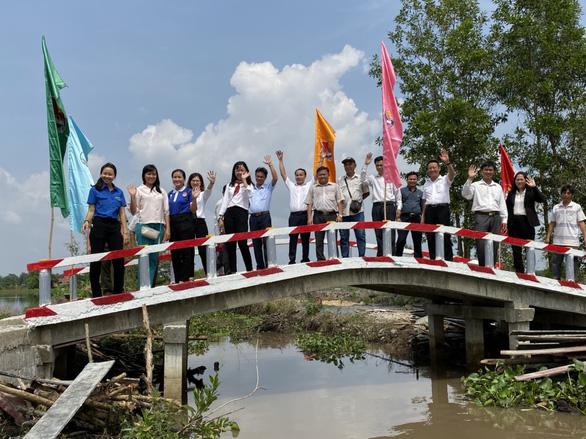 70 triệu đồng xây cầu nối 5 ấp ven sông xã biên giới Phước Chỉ - Ảnh 1.