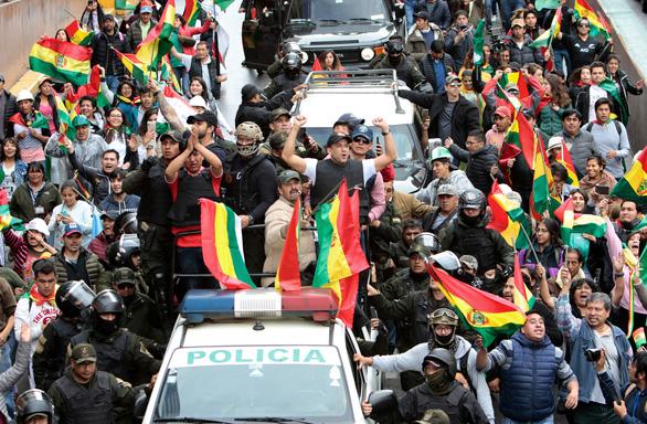 Tổng thống Bolivia từ chức sau 3 tuần tuyên bố đắc cử - Ảnh 1.