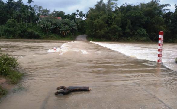 Mưa lớn, nước lũ gây ngập ở vùng núi Quảng Nam - Ảnh 1.