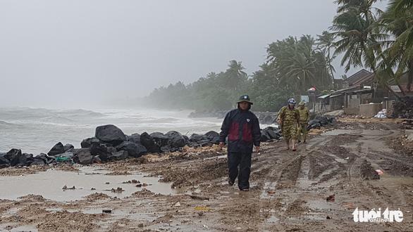 Bão số 6 vừa tan, lại đón áp thấp, bão mới vào Biển Đông - Ảnh 1.