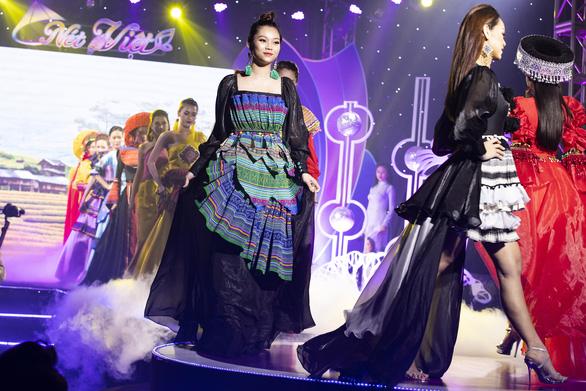 Hoa hậu Áo dài Tuyết Nga tung loạt 5 MV ca nhạc kết hợp thời trang - Ảnh 3.