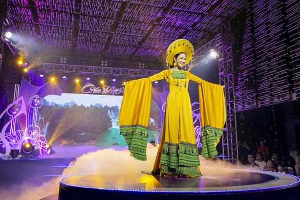 Hoa hậu Áo dài Tuyết Nga tung loạt 5 MV ca nhạc kết hợp thời trang - Ảnh 2.