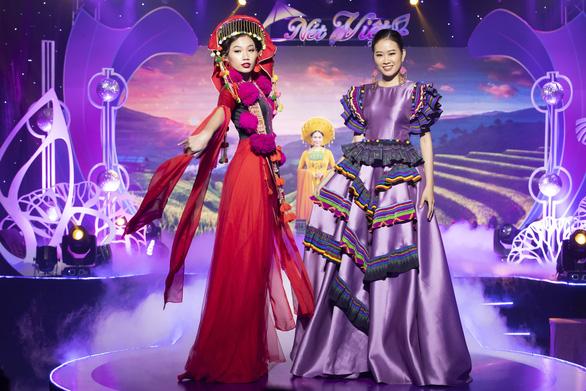 Hoa hậu Áo dài Tuyết Nga tung loạt 5 MV ca nhạc kết hợp thời trang - Ảnh 4.