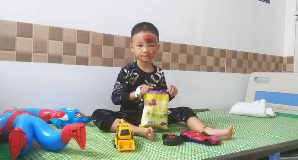 Cứu sống bé trai 34 tuần tuổi trong bụng sản phụ bị ôtô húc văng bất tỉnh - Ảnh 1.