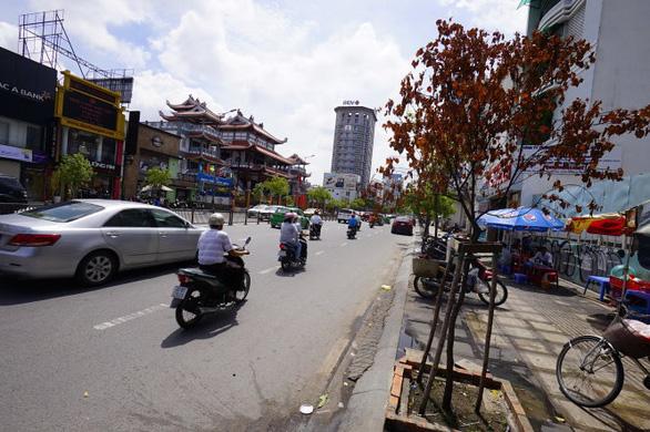 Cấm xe vào đường Lê Duẩn để tưởng niệm nạn nhân tai nạn giao thông - Ảnh 1.