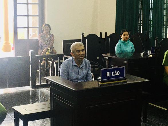 Tài xế xe ôm dâm ô bé gái ở quận Tân Bình lãnh 5 năm tù - Ảnh 1.