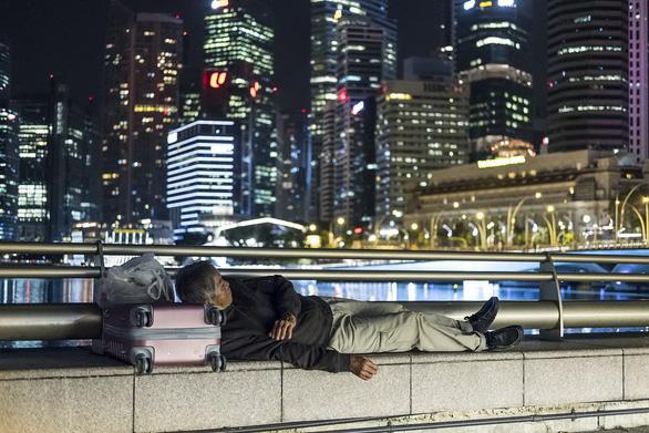Hàng ngàn dân Singapore ngủ bụi mỗi đêm - Ảnh 1.