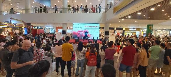 Sự kiện giới thiệu và dùng thử táo Hàn Quốc - Ảnh 1.
