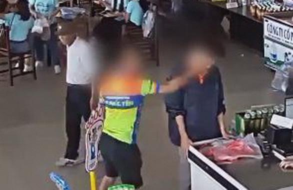 Phó giám đốc Công an Thái Nguyên nói không liên quan thượng úy tát nhân viên bán hàng - Ảnh 1.