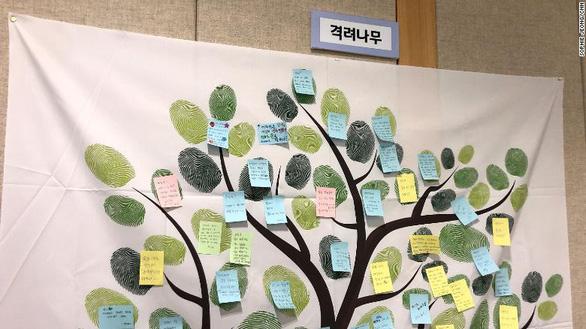 Giới trẻ dùng điện thoại 13 tiếng/ngày, Hàn Quốc mở trại cai nghiện - Ảnh 3.