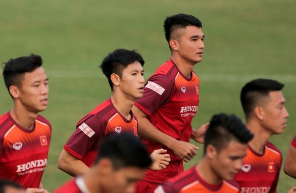 Tuyển Việt Nam chốt danh sách 23 cầu thủ đấu UAE: Hoàng Đức được tin tưởng - Ảnh 1.