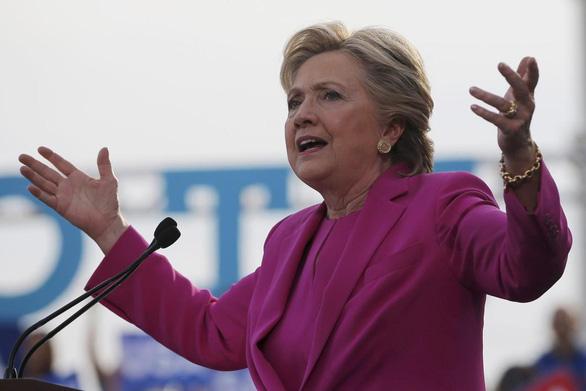 Bà Hillary Clinton: 'Rất nhiều người đang hối thúc tôi tái tranh cử tổng thống' - Ảnh 1.