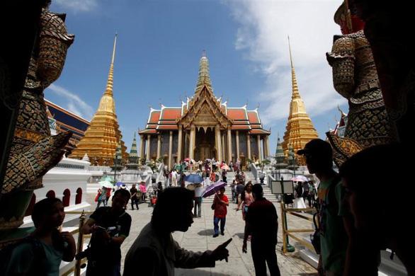 Đồng baht tăng kỷ lục, du lịch, xuất khẩu Thái Lan bị ảnh hưởng nặng - Ảnh 2.